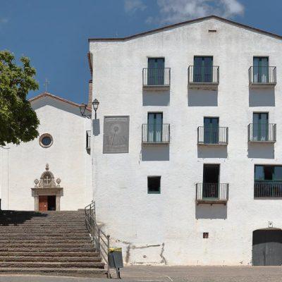L'edifici de hostatgeria i temple