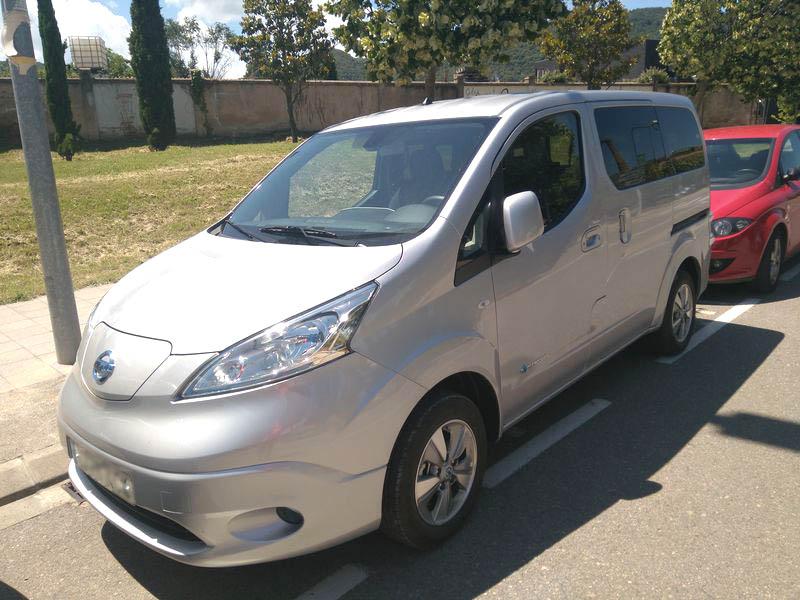 L'Ajuntament prova un nou vehicle elèctric cedit pel Cilma